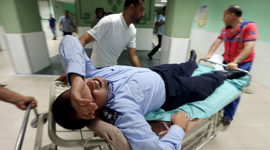 A wounded Palestinian policeman loyal to Hamas is brought into a hospital following what witnesses said was an Israeli air strike in the central Gaza Strip August 7, 2015. © Ibraheem Abu Mustafa