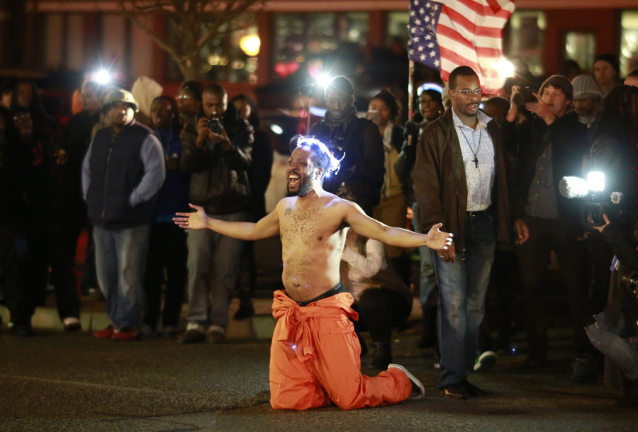 A protestor shouts at police as he blocks traffic before being arrested outside the Ferguson Police Station in Ferguson, Missouri November 29, 2014. © Adrees Latif