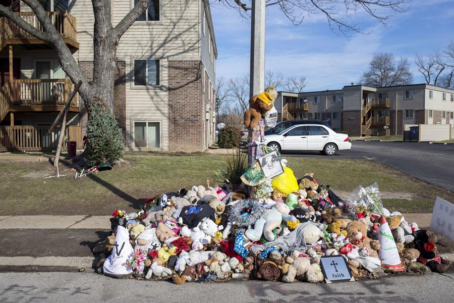 A Christmas tree is seen near a memorial to Michael Brown in Ferguson, Missouri, December 25, 2014. © Aaron P Bernstein
