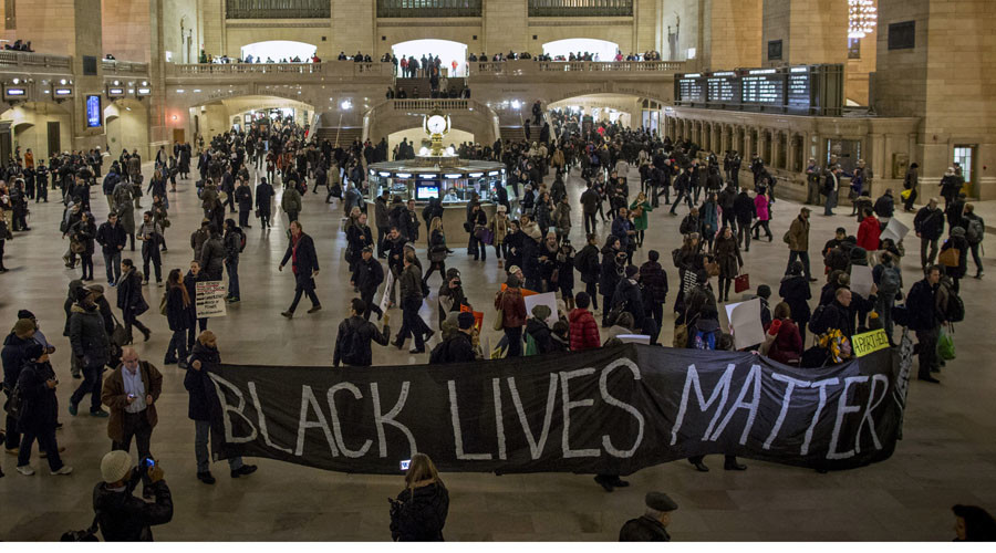 Demonstrators carry a banner through Grand Central Station during a protest against police violence towards minorities in New York January 15, 2015. © Andrew Kelly