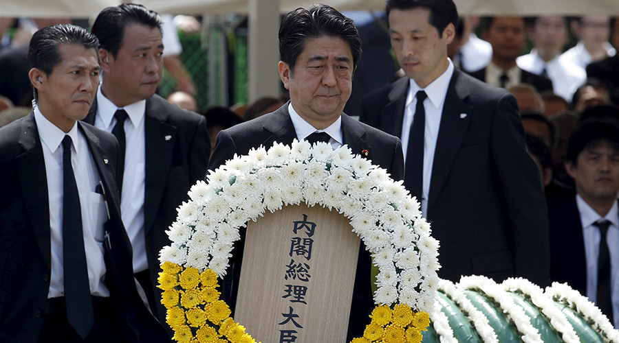 Japan's Prime Minister Shinzo Abe offers a flower wreath for the victims of the 1945 atomic bombing, during a ceremony commemorating the 70th anniversary of the bombing of the city at Nagasaki's Peace Park in western Japan, August 9, 2015 © Toru Hanai