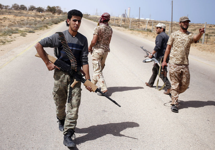 Libya Dawn fighters search for Islamic State militant positions during a patrol near Sirte March 17, 2015. © Goran Tomasevic