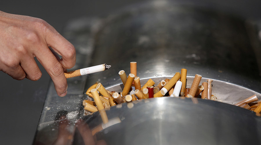 Pay smokers to quit, say Danish health activists