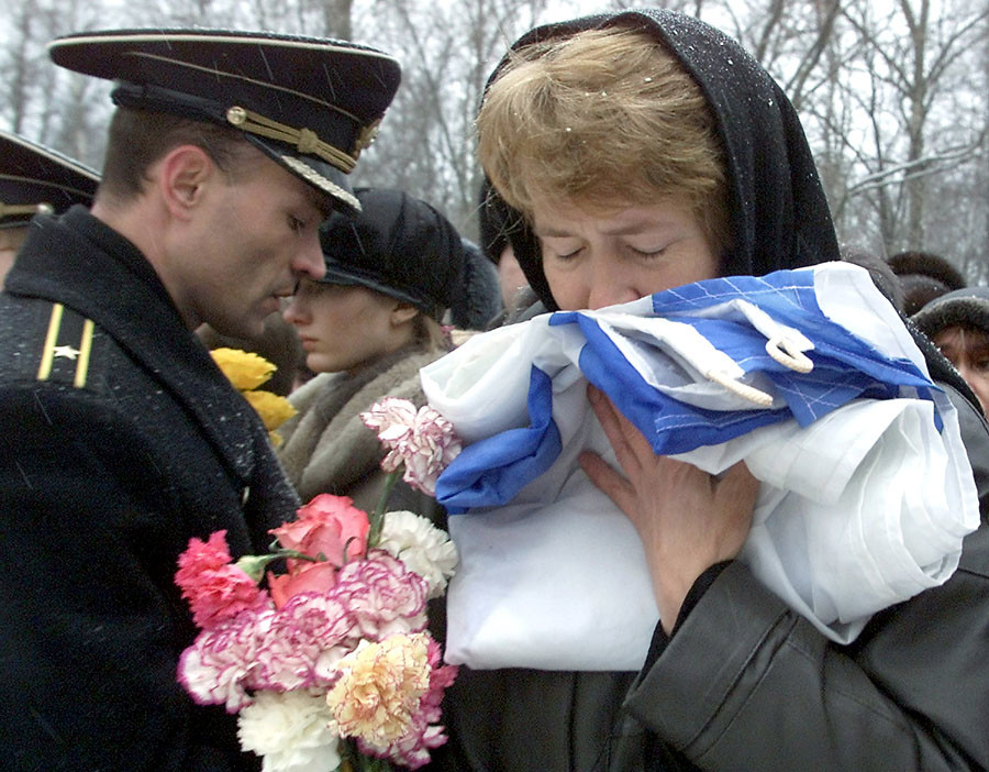 Mother of the Kursk submarine officer Alexey Mityayev grieves during his funeral ceremony at Serafimovskoe cemetery in St.Petersburg, November 17, 2001. © Alexander Demianchuk