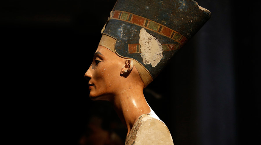 The Nefertiti bust is pictured during a press preview of the exhibition 'In The Light Of Amarna' at the Neues Museum in Berlin © Michael Sohn