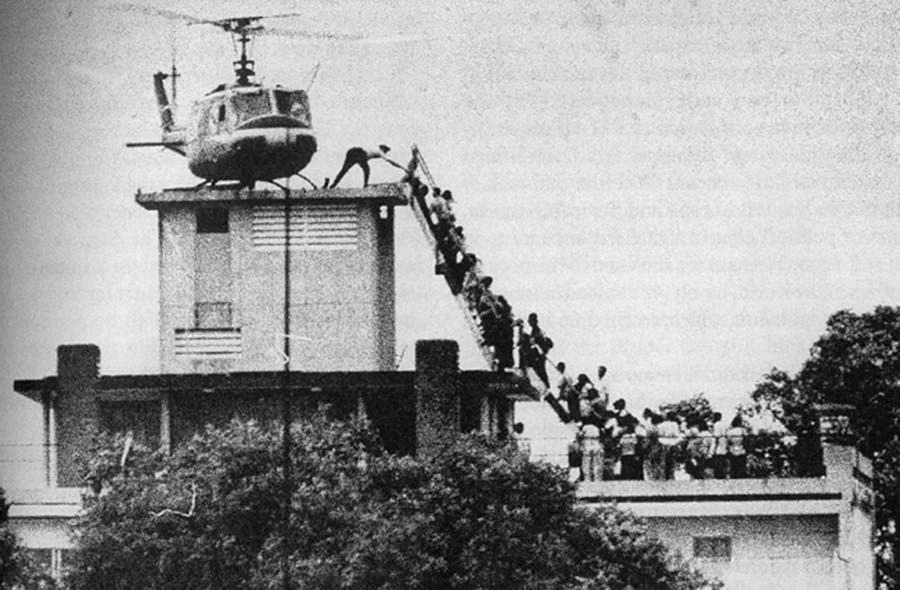 Helicopter Evacuation at 22 Gia Long Street © Hubert van Es