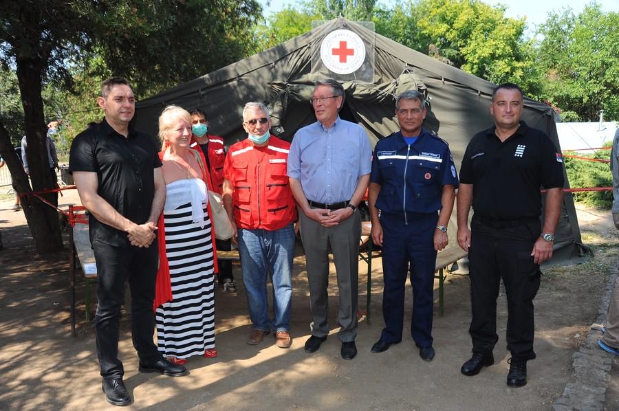 Joint Russian-Serbian delegation in the refugee camp near Preševo