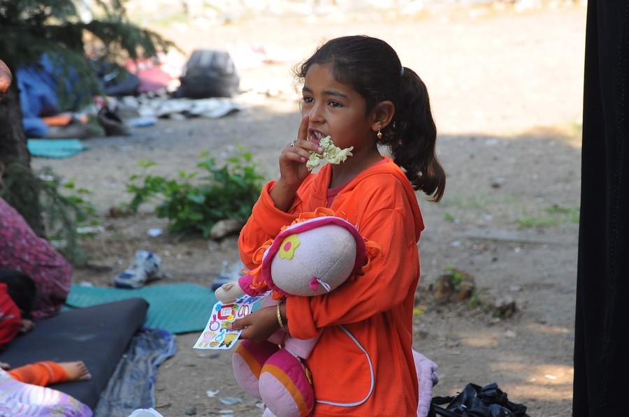 Refugee girl in the camp near Preševo