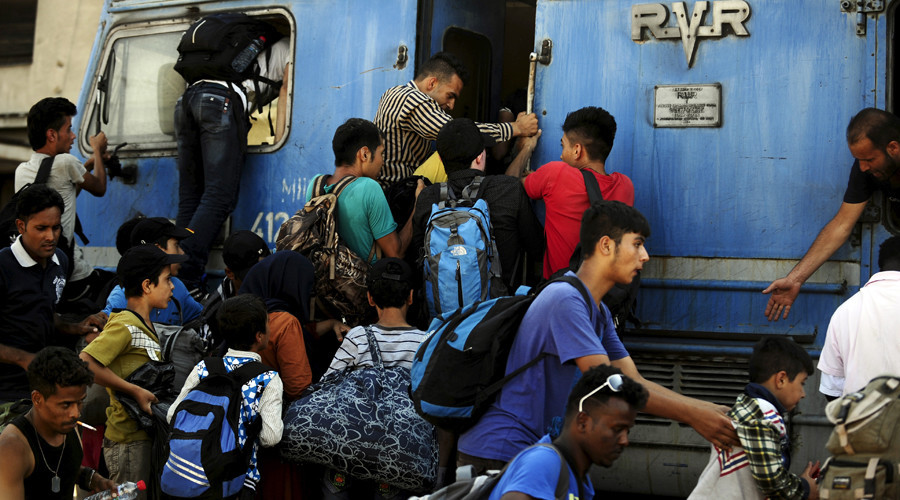 Migrants try to get onboard an overloaded train at Gevgelija train station in Macedonia, near the border with Greece, on their transit route to Europe © Ognen Teofilovski