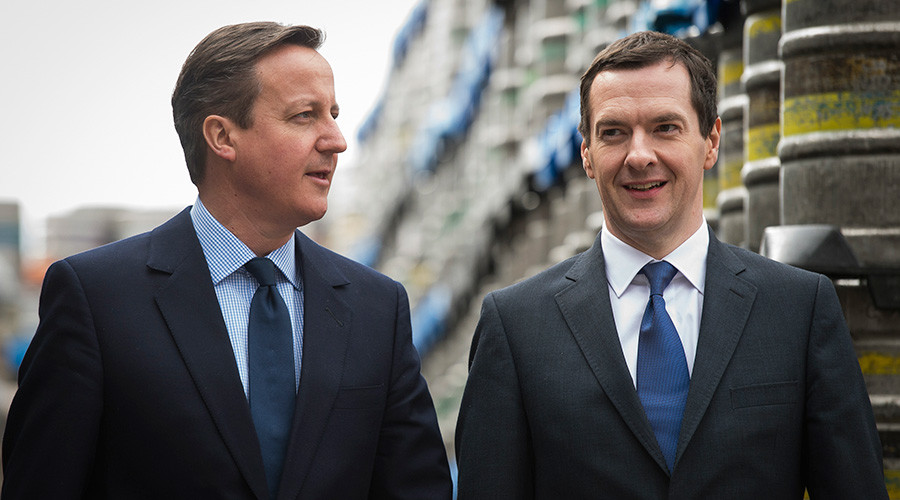 Britain's Prime Minister and Conservative Party leader David Cameron (L) walks with Chancellor George Osborne © Leon Neal