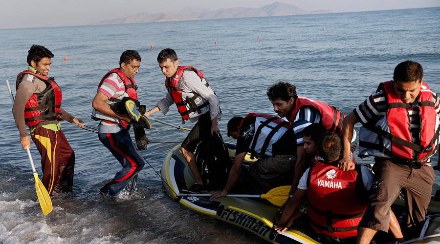 Migrants from Pakistan arrive on a dinghy on the Greek island of Kos, August 18, 2015. © Alkis Konstantinidis