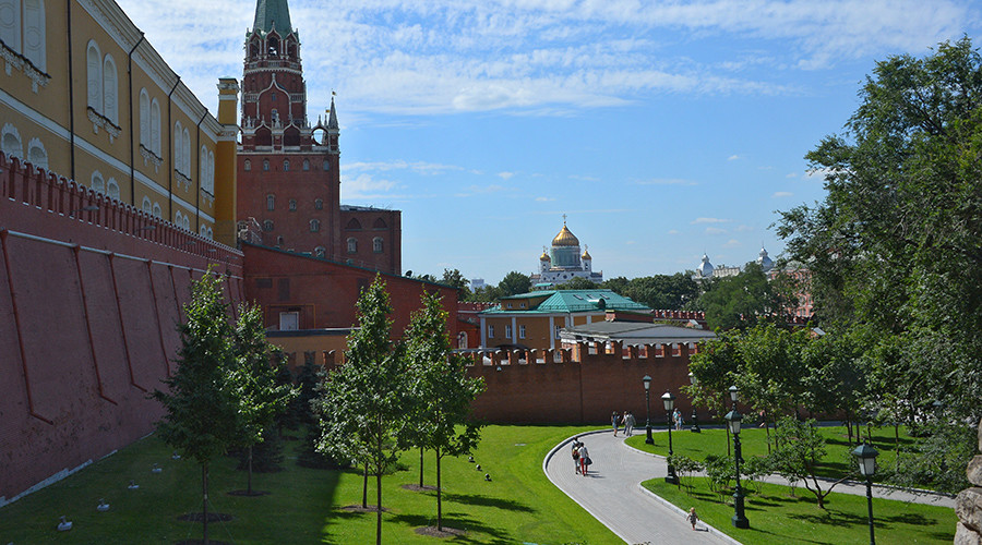 Man opens fire near Kremlin 'to check police reaction & go back to jail'