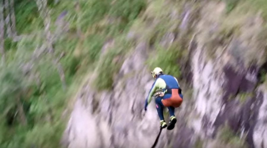 Daredevil cliff-jumper breaks world record (VIDEO)