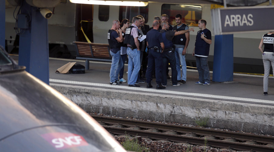French investigating police check for clues on the train platform in Arras, France, August 21, 2015. © Pascal Rossignol