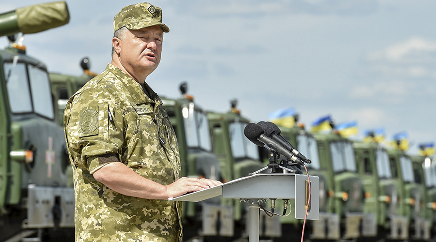 Ukraine's President Petro Poroshenko delivers a speech during a ceremony to hand over new weapons and military vehicles to servicemen of the Ukrainian armed forces at an air base in Chuguev, Kharkov region, August 22, 2015 © Mykola Lazarenko