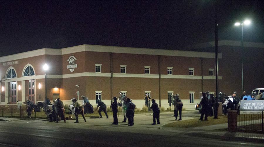 Police guard the Municipal Court in Ferguson, Missouri, March 2015 © Kate Munsch