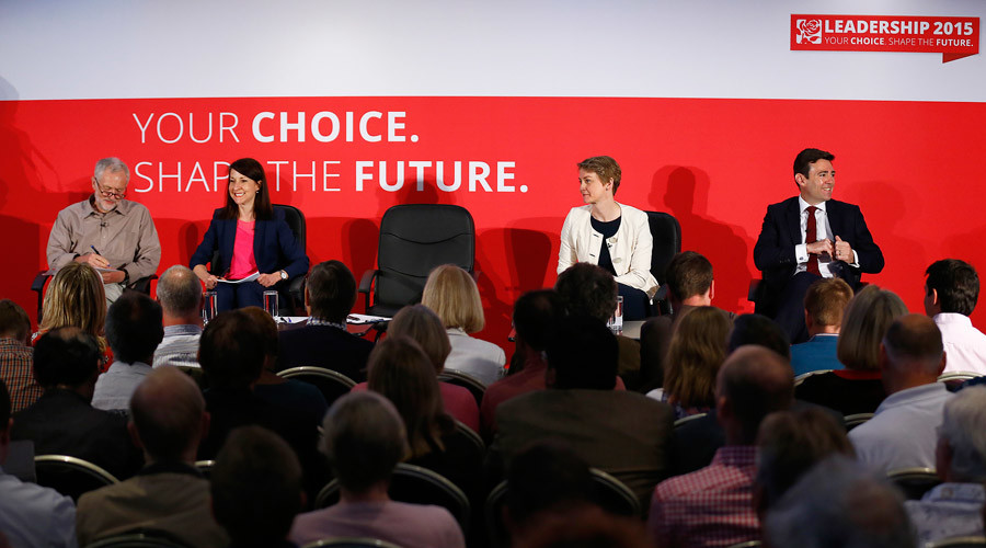 Labour Party leadership candidates Jeremy Corbyn, Liz Kendall, Yvette Cooper and Andy Burnham (L-R) take their seats for a hustings event in Stevenage, Britain June 20, 2015 © Darren Staples