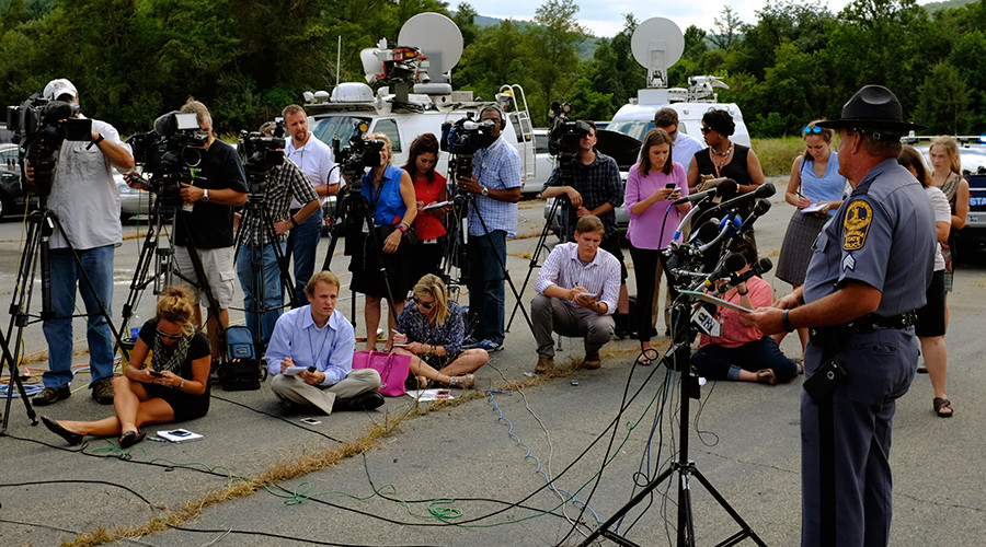 Virginia State Police Sergeant F. L. Tyler speaks to reporters at a command post near to the crash of a suspect involved in the killings of two television journalists, in Markham, Virginia August 26, 2015 © David Manning