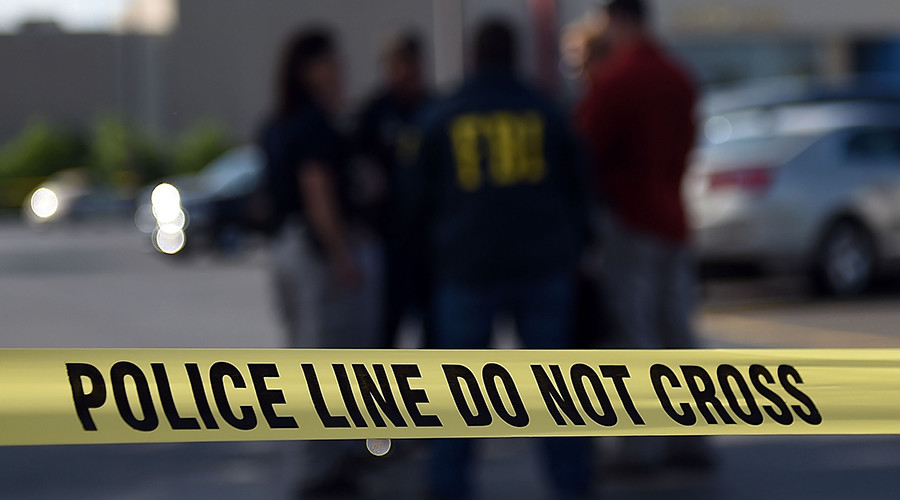 2 dead, incl 1 police officer, in LA mini-mart standoff – reports