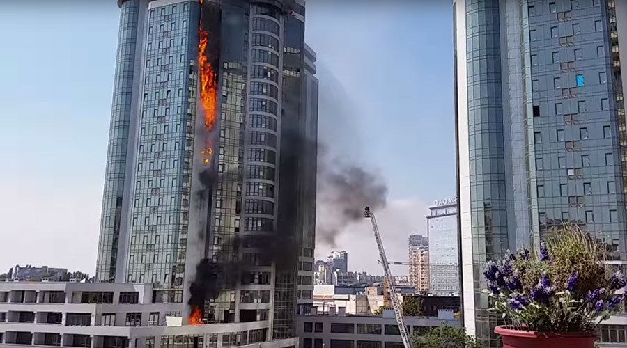 Luxury tower block in Ukraine goes up in flames (VIDEOS)