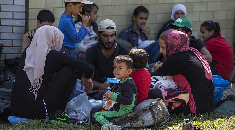 Syrian migrants take a rest in the village of Horgos, near the Serbian border with Hungary August 27, 2015. © Marko Djurica