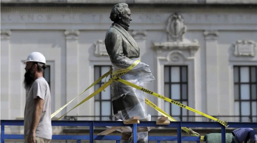 Statue of Confederate president removed from UT Austin