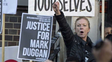 Carole Duggan (top R) gestures during a vigil for her nephew Mark Duggan, outside Tottenham Police Station in Tottenham, north London January 11, 2014. © Neil Hall