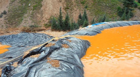 Yellow mine waste water from the Gold King Mine collects in a holding pool in San Juan County, Colorado © EPA / Handout