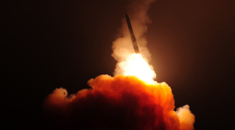 A Minuteman III missile test-fired from Vandenberg AFB, August 19, 2015 © U.S. Air Force / Joe Davila