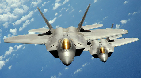 Two U.S. Air Force F-22 Raptor stealth jet fighters © U.S. Air Force / Master Sgt. Kevin J. Gruenwald