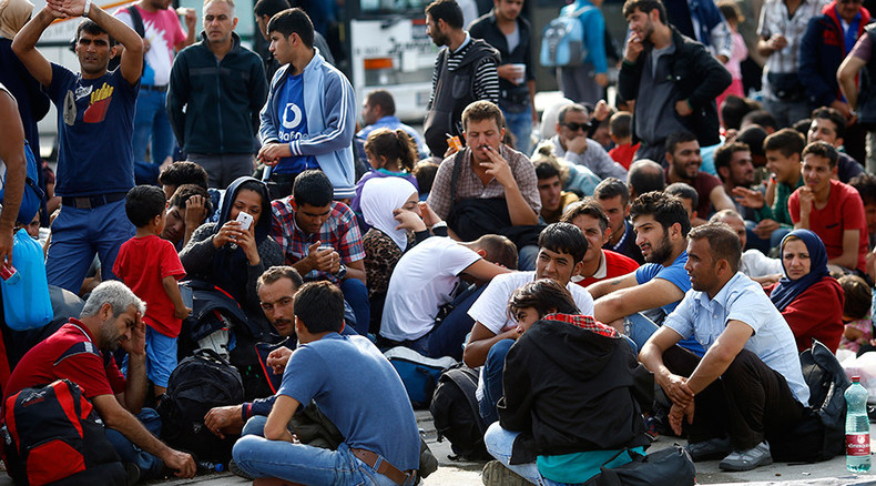 Schengen shock: Germany halts trains from Austria, introduces border controls