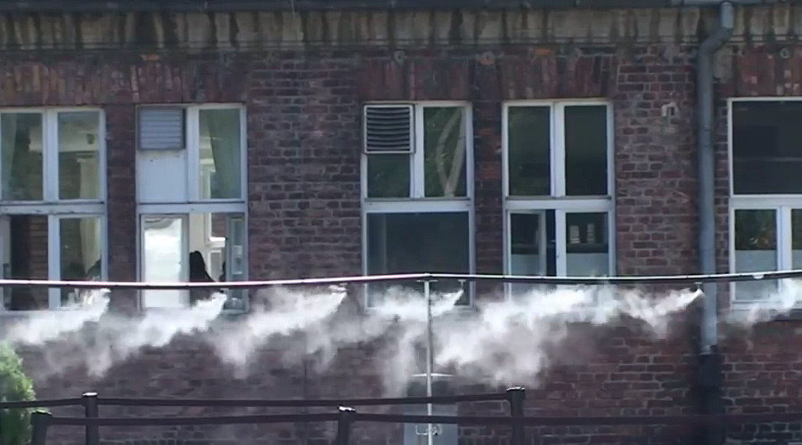 Mist showers at Auschwitz? Museum defends step as Jewish visitors take offense (VIDEO)