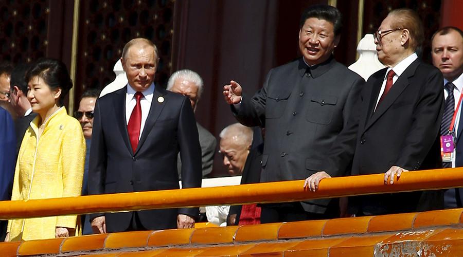 Chinese President Xi Jinping (2nd R) talks to former President Jiang Zemin (R) next to Russia's President Vladimir Putin (2nd L) and South Korea's President Park Geun-hye on the Tiananmen Gate in Beijing, China, September 3, 2015 © Damir Sagolj