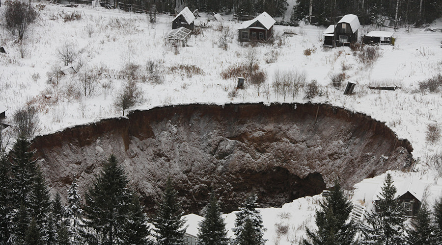 Gigantic, ever-enlarging sinkhole swallows up houses in Russia (PHOTOS)