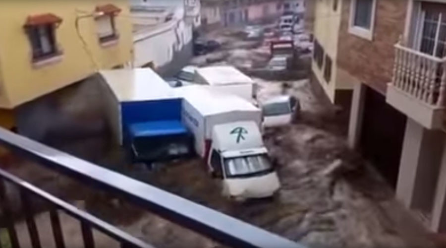 Scores of cars, trucks washed away as torrential floods hit southern Spain (VIDEO)