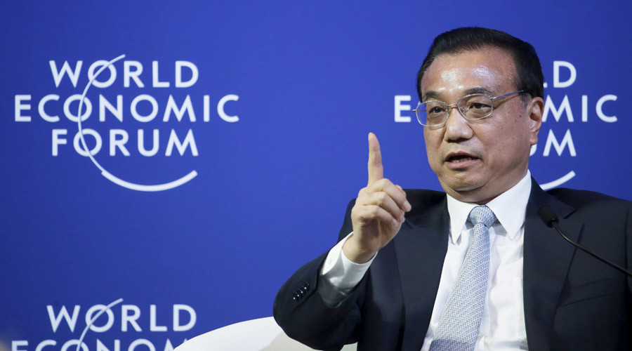 China's Premier Li Keqiang answers a question during a meeting with executives from foreign companies at the World Economic Forum (WEF) in China's port city Dalian September 9, 2015. © Jason Lee