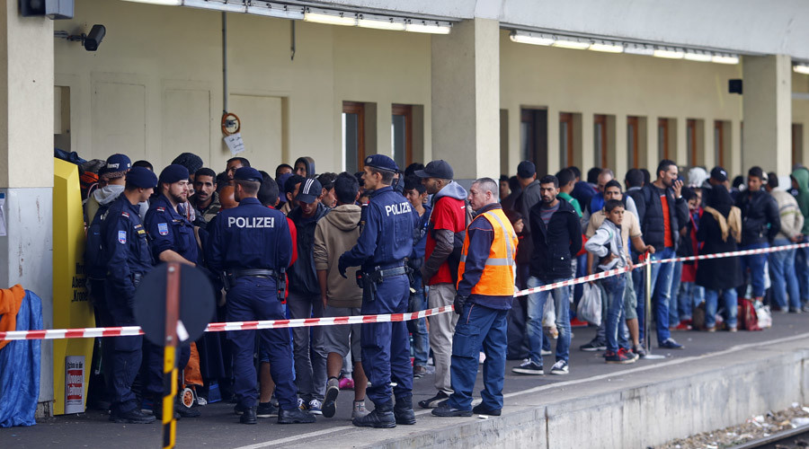 Refugee crisis: Austria halts train service with Hungary due to 'massive overburdening'