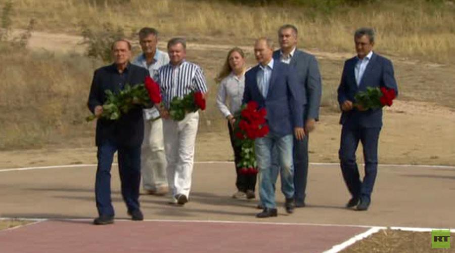 Putin, Berlusconi hold informal meeting in Crimea