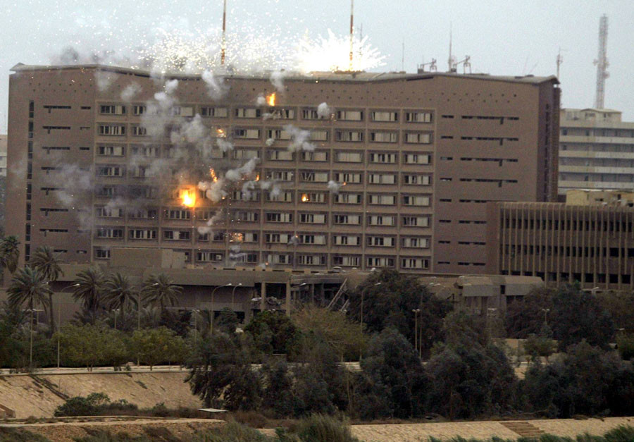 A series of explosions are seen in the Iraqi Planning Ministry in Baghdad April 8, 2003, following a U.S. air strike. © Faleh Kheiber