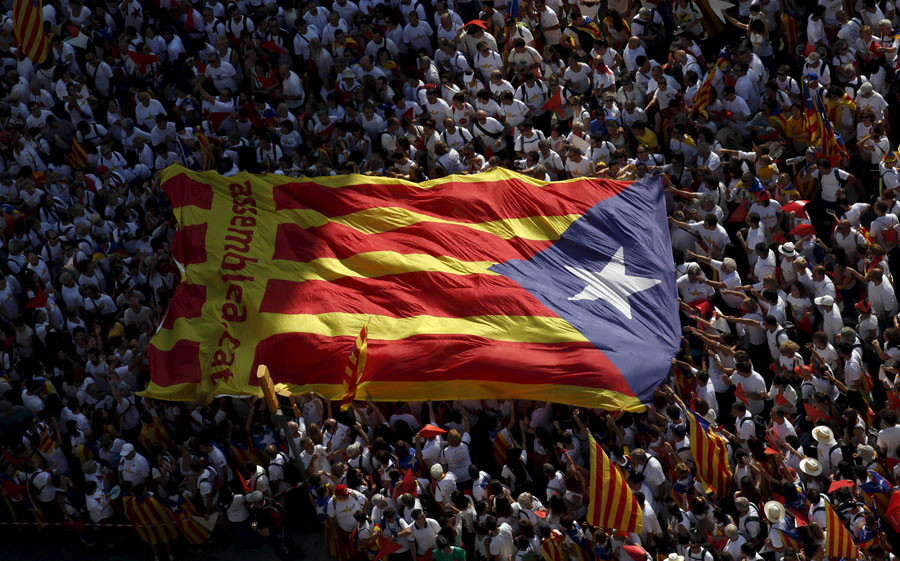 "Catalan pro-independence supporters hold a giant ""estelada"" (Catalan separatist flag) during a demonstration called ""Via Lliure a la Republica Catalana"" (Way of Freedom for the Republic of Catalonia) on the Catalunya's National Day in Barcelona, Spain, September 11, 2015. © Albert Gea"