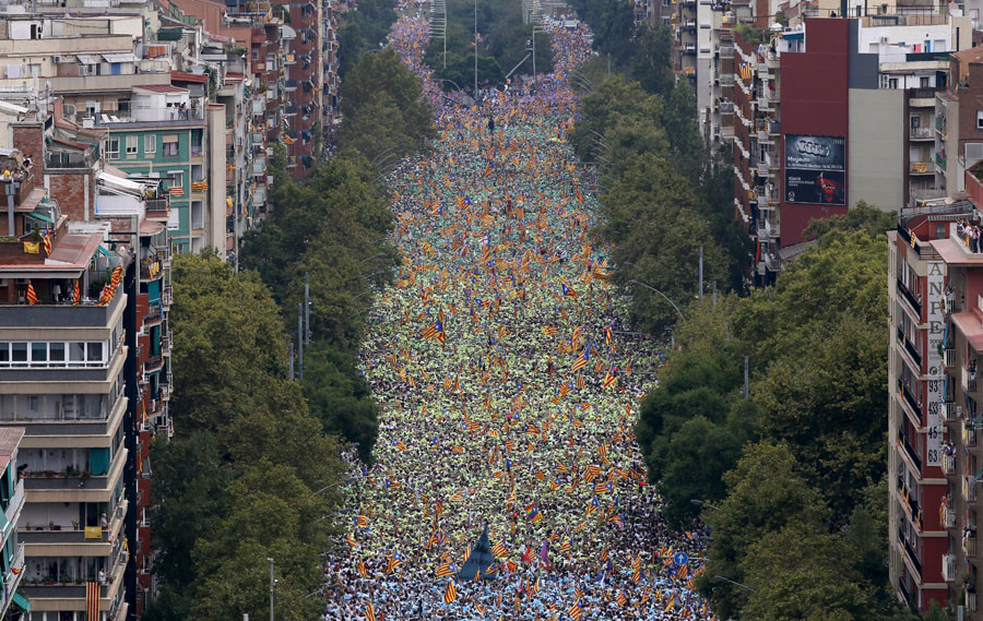 "Catalan pro-independence supporters take part in a demonstration called ""Via Lliure a la Republica Catalana"" (Way of Freedom for the Republic of Catalonia) on the ""Diada de Catalunya"" (Catalunya's National Day) in Barcelona, Spain September 11, 2015. © Albert Gea"