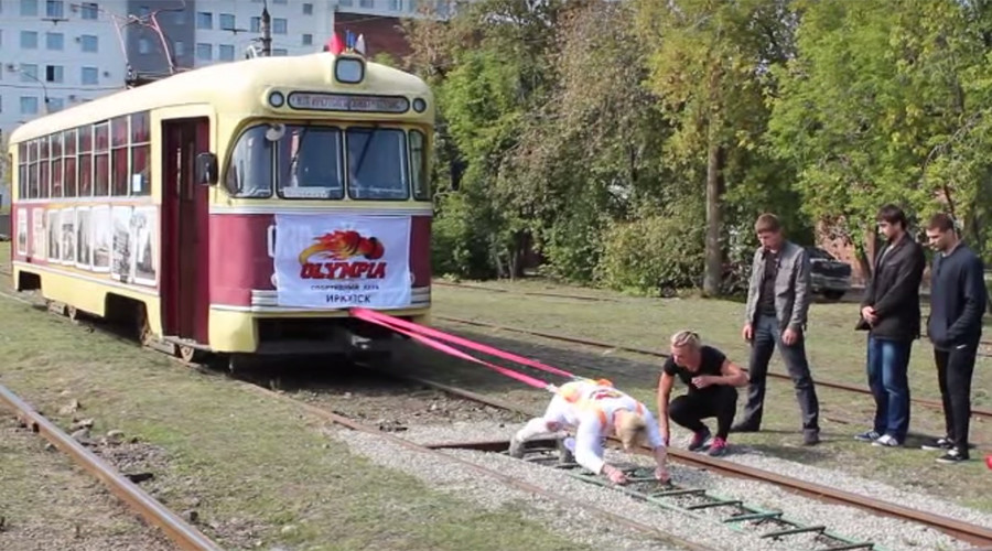 Muscles of steel: Siberian woman moves 17-ton tram car in record-breaking stunt (VIDEO)