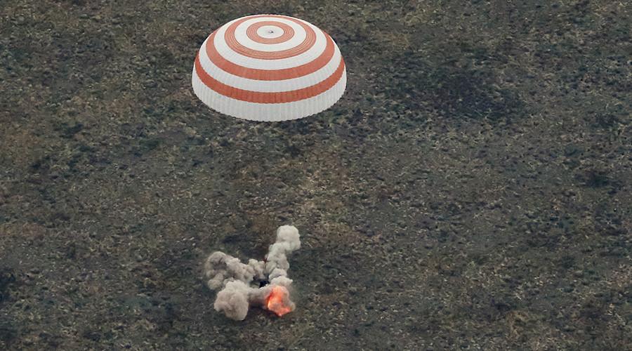 The Soyuz TMA-16M capsule carrying the crew of Gennady Padalka of Russia, Aidyn Aimbetov of Kazakhstan and Andreas Mogensen of Denmark, is seen as it lands near the town of Dzhezkazgan (Zhezkazgan), Kazakhstan, September 12, 2015 © Yuri Kochetkov