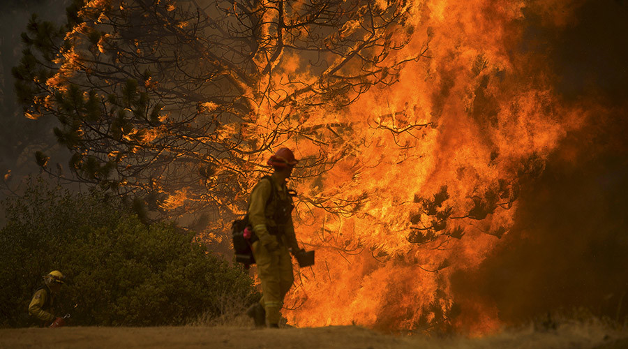 10,000-acre blaze: 4 firefighters injured, thousands evacuated in California's Valley Fire (PHOTOS)