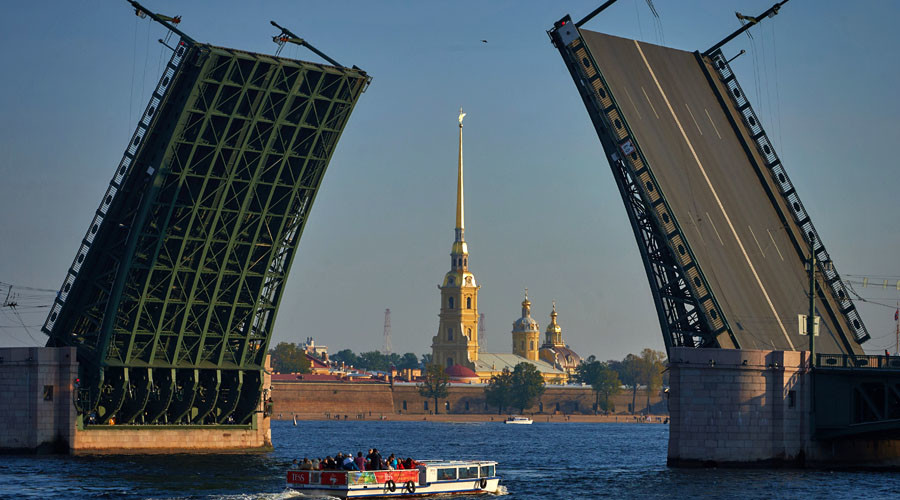 View of the opened Palace Bridge and Peter and Paul Fortress in St. Petersburg. © Alexei Danichev