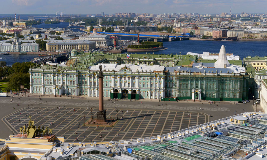 A view of the Palace Square and State Hermitage Museum in St. Petersburg. © Sergey Guneev