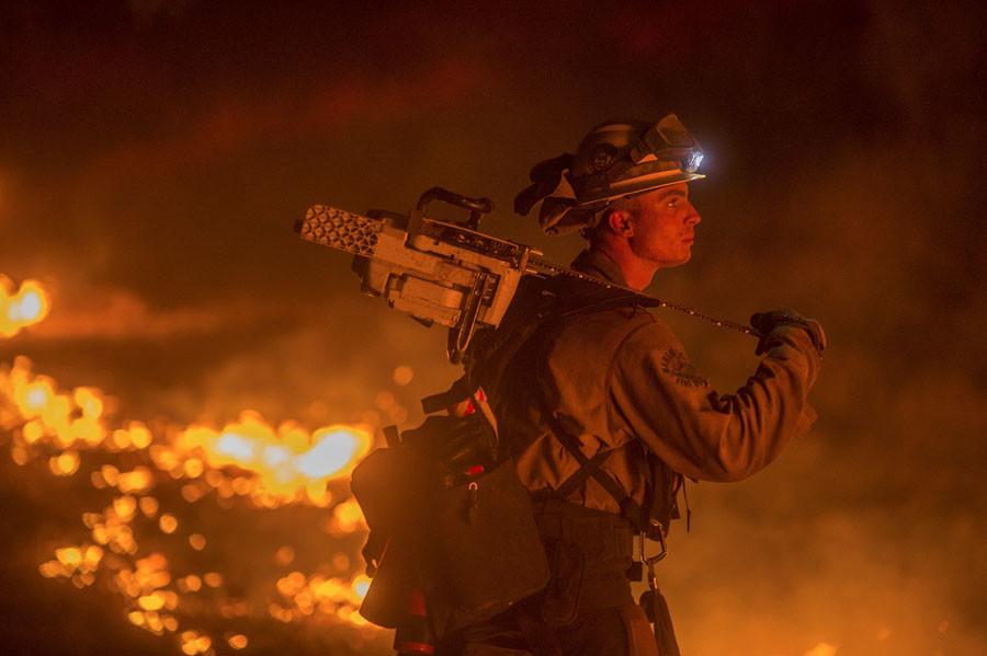 Firefighter Jesse Kaplanis battles the Valley Fire in Lower Lake, California September 13, 2015. © Noah Berger