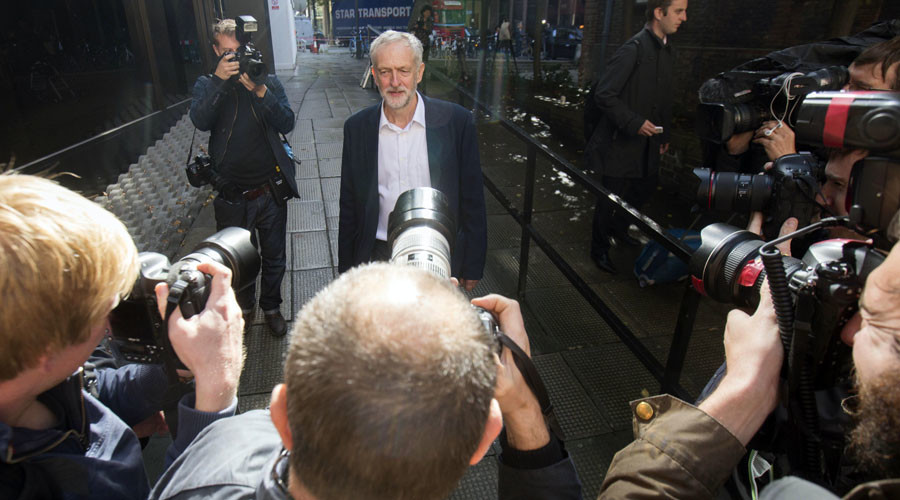 Britain's opposition Labour Party leader Jeremy Corbyn leaves his party's headquarters in London, Britain September 14, 2015. ©Neil Hall
