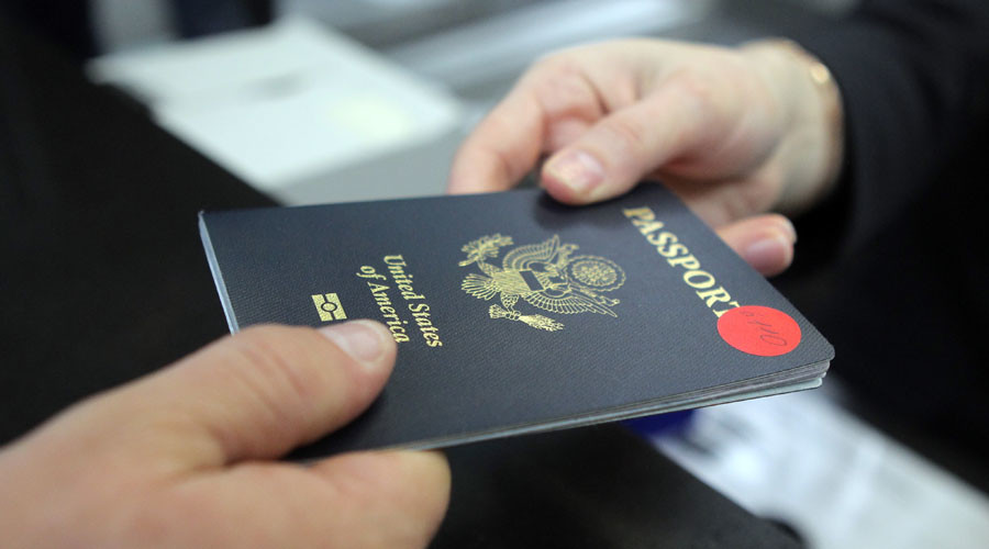 American expats giving up US citizenship to avoid taxes