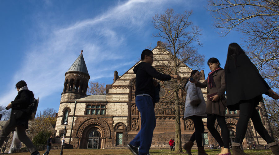 'Know Before You Owe': Student loan bill would require annual counseling, updates